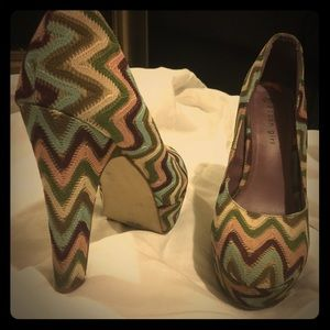 Steve Madden Multi colored cloth heels